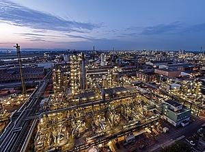 BASF: Chemieriese meldet Milliardenverlust